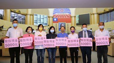 台南藍軍要求普發五千元現金紓困,切勿再要求民眾出錢買三倍券   蕃新聞