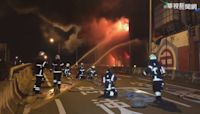 台南仁德顏料廠大火 烈焰一度進逼國道