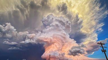 夕陽時分 攝影師用手機拍下夢幻般風暴雲 (多圖)