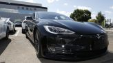 UPDATE 1-Tesla automated parking problems seen liability of app 'driver' for now