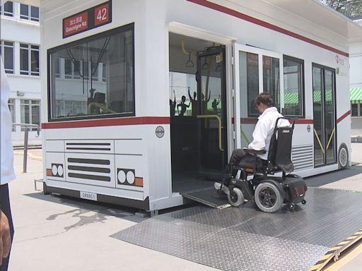 醫管局社區復康中心以模擬巴士訓練病人輪椅泊位