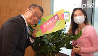 陳茂波上載MV宣傳第二期消費券下月到手 與同事跳舞展現活潑可愛一面 - 香港經濟日報 - TOPick - 新聞 - 政治