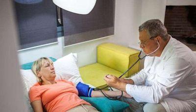 晨起時,身體出現3種異常表現,或要注意,高血壓可能離你不遠了