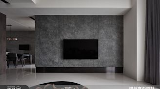 木質元素混入深色石材!低奢現代與放鬆休閒雙滿足