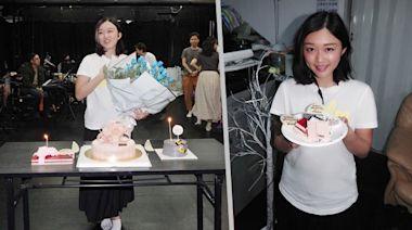 陳明憙29歲生日收驚喜面紅 黃劍文手持鮮花現身唱生日歌 | 蘋果日報