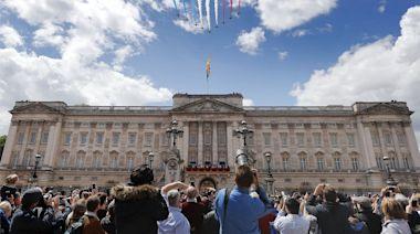 皇室Watcher|查理斯有意登基後擴大開放白金漢宮等皇室物業 或多達775個大廳及房供公眾參觀 | 蘋果日報