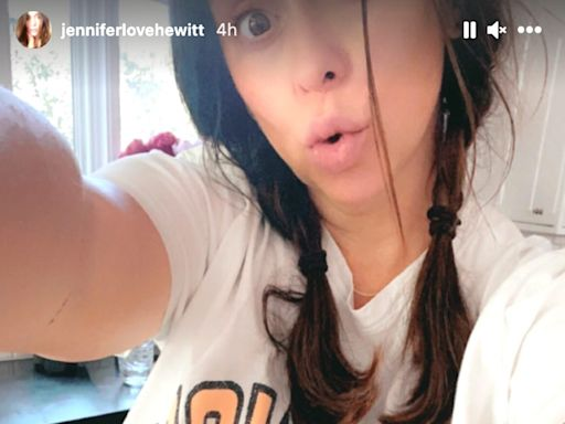 Pregnant Jennifer Love Hewitt Shows Off Baby Bump and Jokes 'When the Pants Keep Slipping Off'