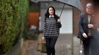 Canada police airport liaison had concerns about arresting Huawei CFO on plane, court hears