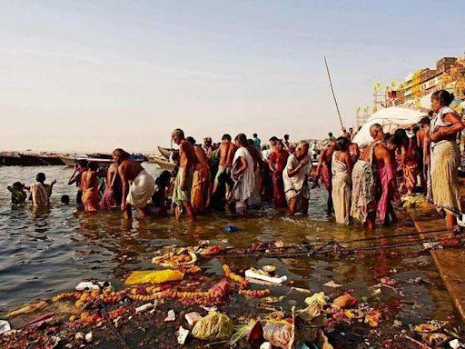一口喝下整個元素周期表,漂著浮屍的恆河水,印度人怎么喝得下去