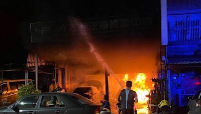 快訊/高雄汽修廠「深夜陷火海」!老闆救火燙傷 3車燒成廢鐵