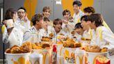 麥當勞狂賀 MIRROR 出道 3 週年:讓你一邊與偶像吃麥炸雞,一邊集齊 16 款鏡仔珍藏卡! – Popbee