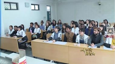 河北師範大學為留學生配女伴又火了(圖) - - 社會百態