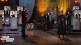 A Christmas gift! Kelly Clarkson and Brett Eldredge reprise 'Under the Mistletoe' duet