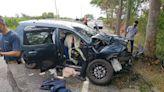 休旅車撞路樹1家4口輕重傷 同地點1個月2次車禍