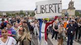 法國政府實施疫苗「健康通行證」引爆民怨 「黃背心」運動趁勢捲土重來