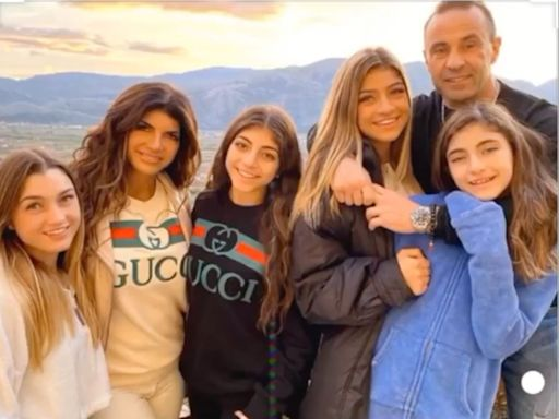 Teresa Giudice Spends Thanksgiving with Daughters After Joe Giudice Divorce: 'Standing Strong'