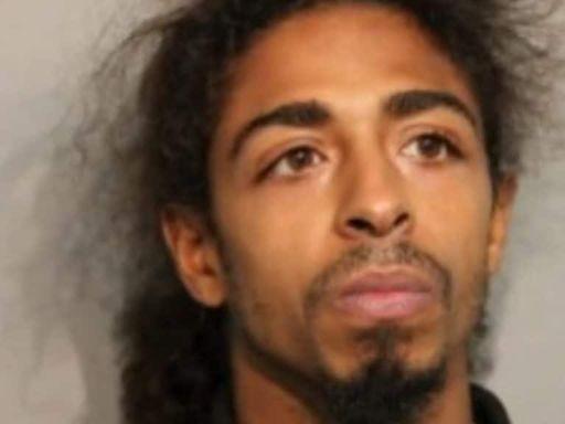 Chicago man kills 3, wounds 4 in random shooting spree