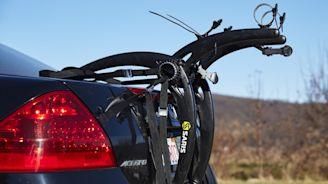 The Saris Bones 2-Bike Is a Stable, Lightweight Trunk Rack