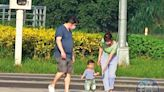 【王必勝爆不倫戀1】遭爆外遇多年 王必勝與密友母女逛公園仍保持「社交距離」