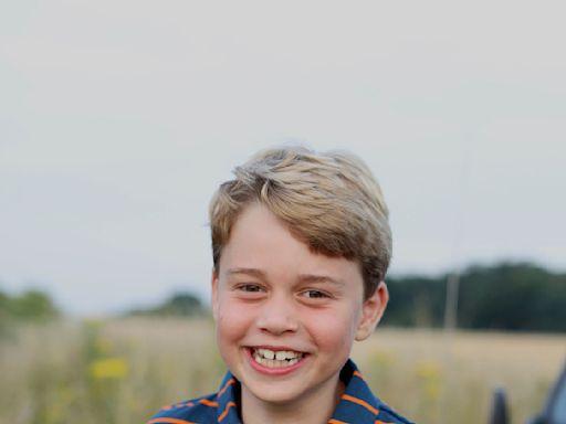 喬治王子歡慶八歲生日!「咧嘴燦笑」超靦腆