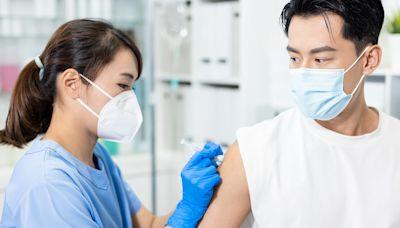 COVID-19/第12輪疫苗三大廠牌全年齡開放!分成兩階段施打