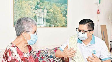 政情:「耆樂警訊傳愛心」 一哥鄧炳強落區向長者派福袋 - 東方日報
