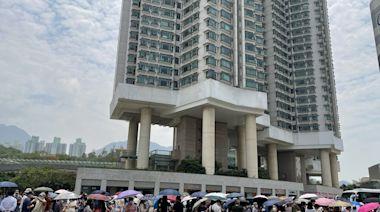東涌三個採樣站全逼爆 逾千居民曝曬候檢 居民質疑低估受檢人數