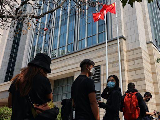 中四男生涉串謀刊印煽動刊物罪 再申請保釋被拒 還柙至8月再訊