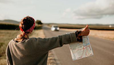 《搭便車不是一件隨機的事》:「大拇指」無疑是便車旅行次文化中最廣為人知的符號 - The News Lens 關鍵評論網
