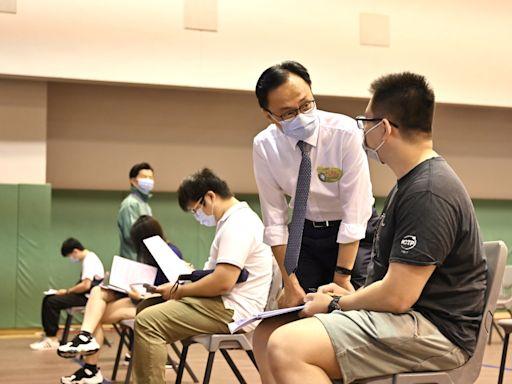 科大約八百名師生參與外展接種 聶德權到訪了解情況 - RTHK