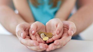 15歲學理財會太早嗎?股神巴菲特11歲就開始投資!理財專家馬哈建議先從親子談金錢開始