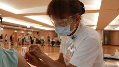 臺中慈院開打BNT疫苗 預約民眾歡喜接種