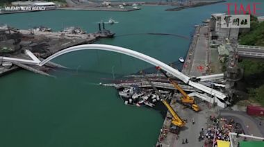 Arch Bridge Collapses in Taiwan Bay, Sending Divers to Search for Victims
