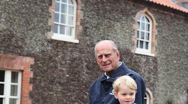 皇夫逝世|威廉亨利兄弟分發悼文 喬治王子與曾祖父溫馨照曝光 - 新聞 - am730