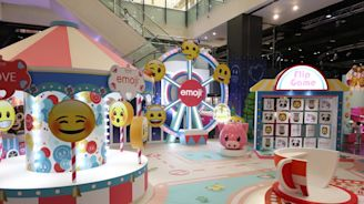 再添網美景點 台茂購物中心「emoji夏日遊樂園」超好拍