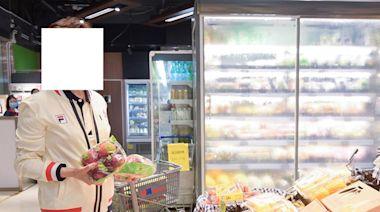 林鄭自嘲無用八達通卡、已習慣用現金 寫「一日一蘋果、醫生遠離我」講消費券 - winandmac.com