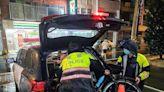 愛爾蘭情侶單車環島遇颱風受阻 桃園警貼心載到旅館安身