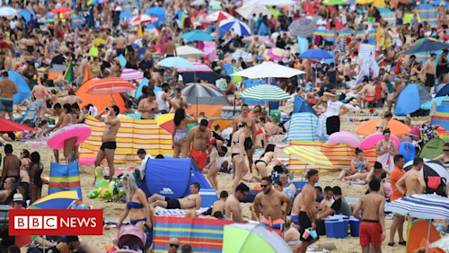 In pictures: Beaches busy as hot weather continues