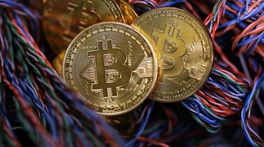 Bitcoin單日挫15% 人行前行長周小川稱對加密貨幣要提醒及要小心