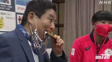 東京奧運|名古屋市長除口罩咬金牌 網民鬧爆:睇完想嘔(有片) - 新聞 - am730