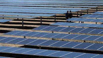 原料成本飆升 研調:明年恐逾半大型太陽能電場計畫延後或取消 | Anue鉅亨 - 美股