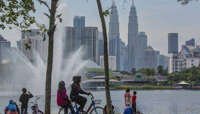 遭疫情重創 馬來西亞可能11月重新開放邊境 - 自由財經