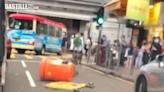 警方譴責黑衣人旺角雜物堵路 紅隧往香港方向設路障 | 政事