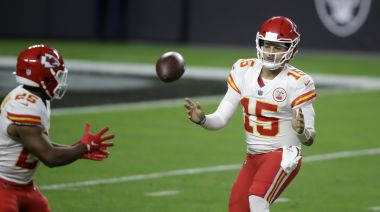 Chiefs show calm, cool confidence in 35-31 win over Raiders