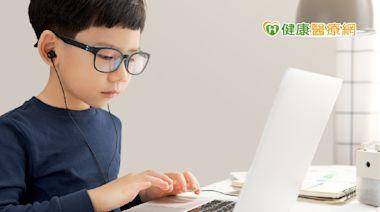 每天在家狂用眼 藍光眼鏡有幫助嗎? | 蕃新聞
