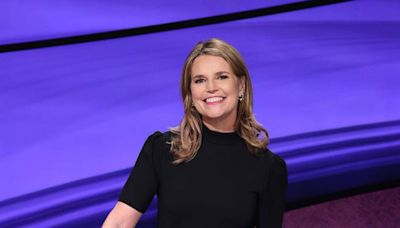 """How is Savannah Guthrie faring as """"Jeopardy!"""" guest host? Viewers have mixed reviews"""