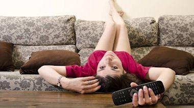 電視看太久,竟可能看出「皮膚病」!皮膚科醫師告訴你:宅在家的「11種皮膚症狀」