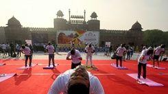 印度為所有成人免費接種疫苗 總理莫迪讚瑜伽有助抗疫
