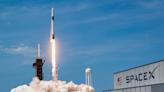 跟馬斯克拚了!貝佐斯自掏20億美元幫NASA送人上月球