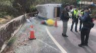 奧萬大遊覽車翻覆 1男子拋飛亡.20傷